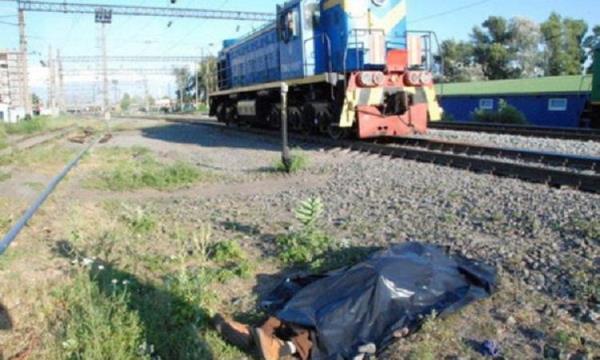 Поезд сбил скутер