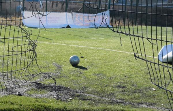 обстрел футбольного поля