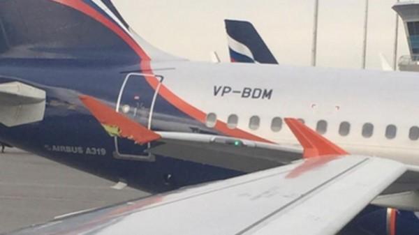 самолет поврежден