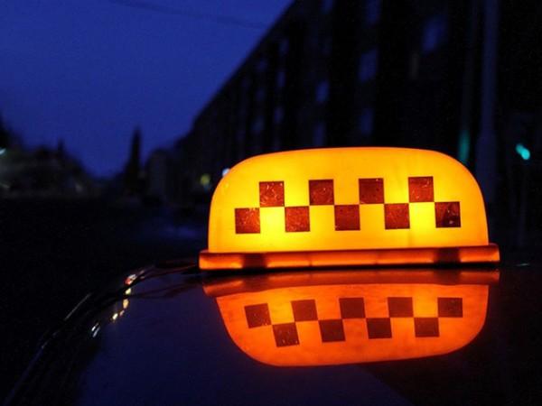 Нетрезвый пассажир ударил ножом таксиста