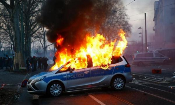 горит авто полиции