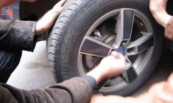 похитил колеса
