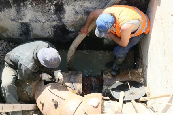 Сильнейший взрыв «раскидал» работников водоканала, повредивших силовой кабель вРостове навидео