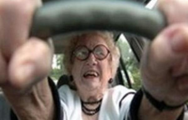 пенсионерка за рулем