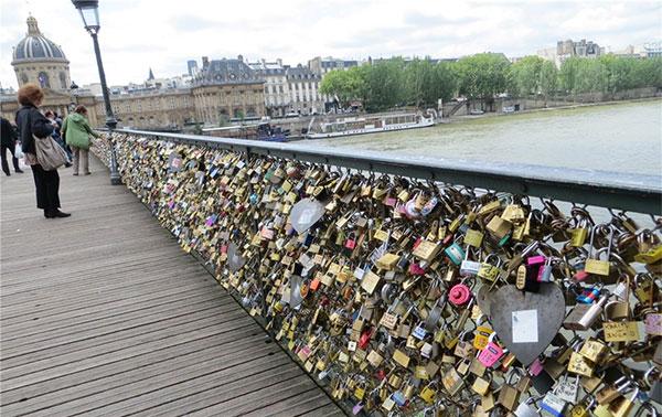 Мост Искусств в Париже