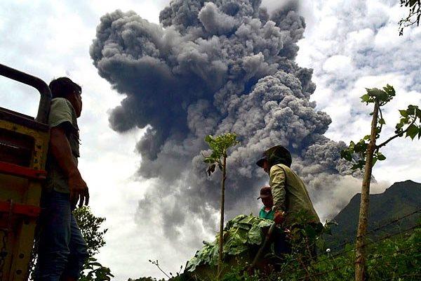 извержение вулкана Синабунга