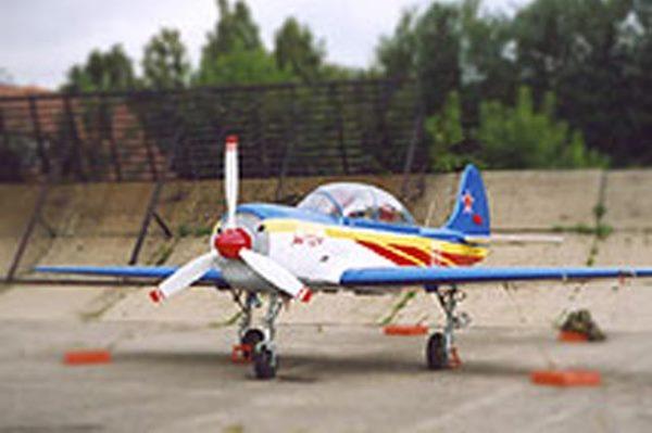 Очевидцы сняли на видео падение самолета Як-52 в