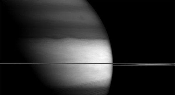 Необычное изображение Сатурна опубликовало НАСА