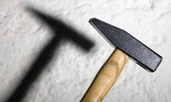 Шофёр БМВ избил дворника молотком в столицеРФ