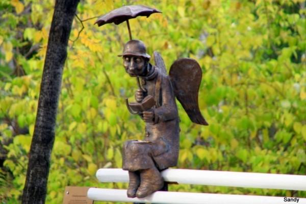 ангел с зонтиком