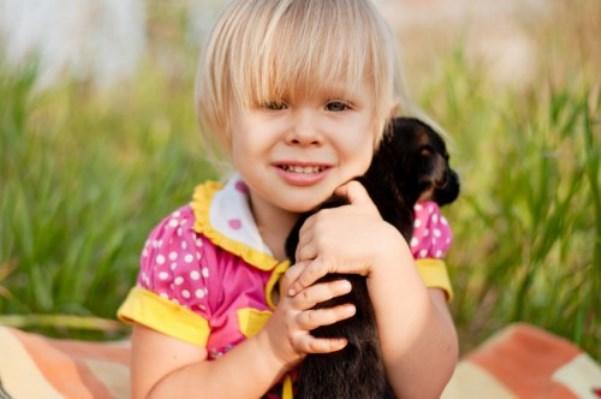 Ученые: Лучшим лекарством оттревожности удетей оказались собаки