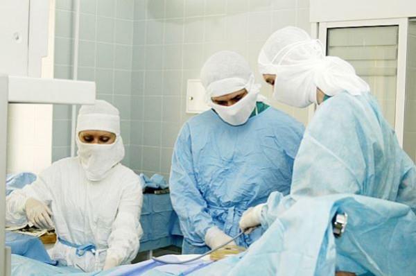 врачи операция