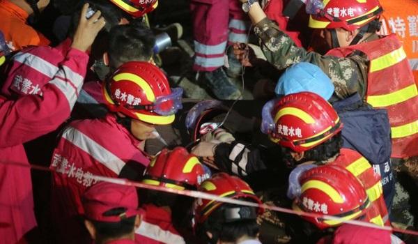 Китай спасатели завалы