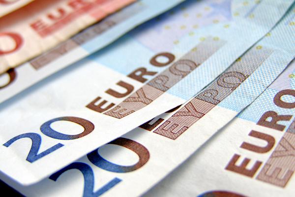 ВТвери мужчина расплатился запокупку банкнотами евро напечатанными напринтере