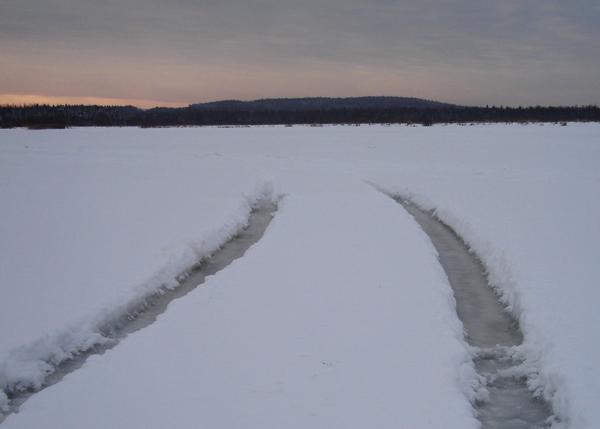 лед река