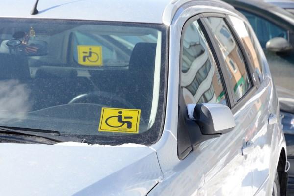 знак инвалид автомобиль