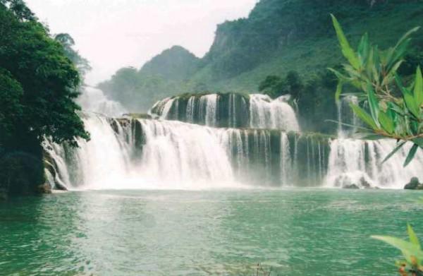 Вьетнам озеро водопад
