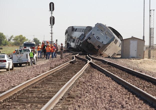 В Калифорнии потерпел крушение пассажирский поезд