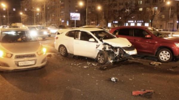 В трагедии сучастием 6-ти авто в столицеРФ пострадал один человек