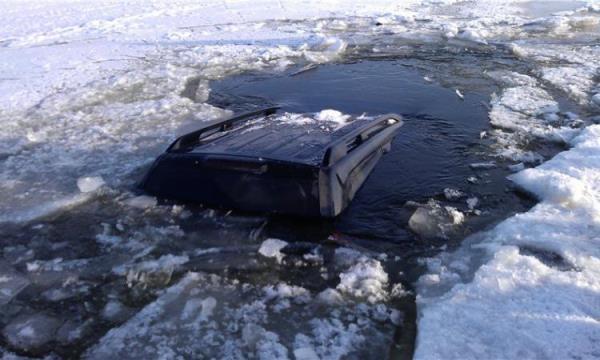 авто утонуло