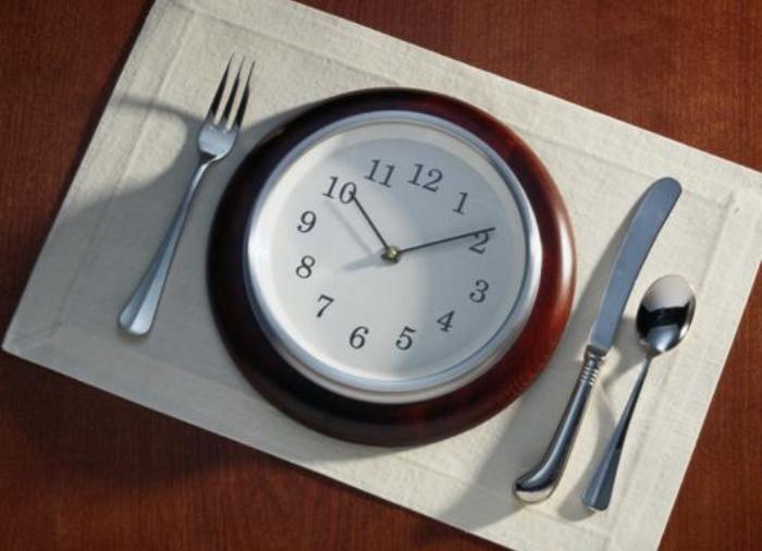 Время приема пищи может содействовать похудению