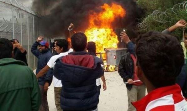 Нагреческом острове Лесбос мигранты забросали полицию камнями