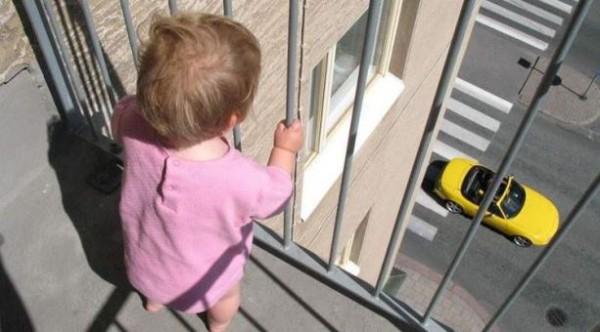 балкон ребенок