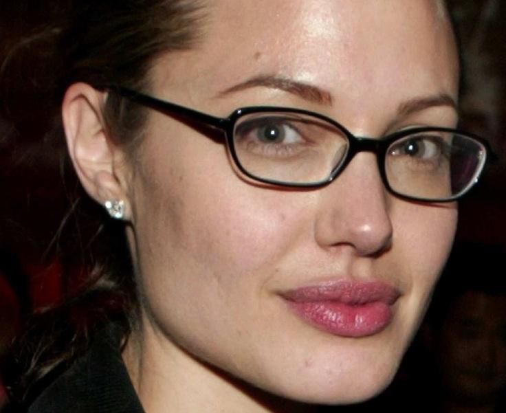 Анджелина Джоли стала профессором английской финансовой школы