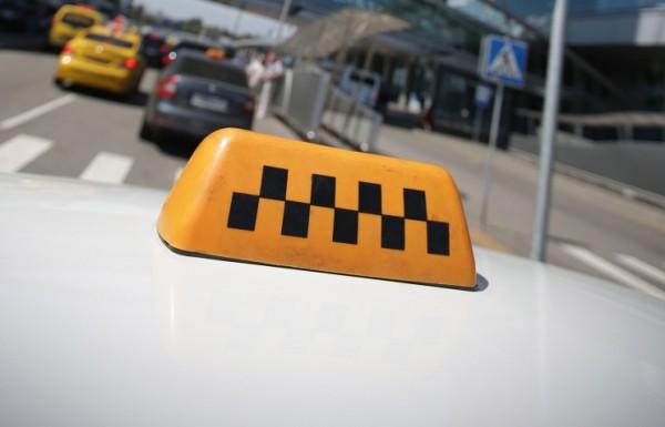 ВРыбинске пьяная женщина заснула втакси ибыла ограблена водителем