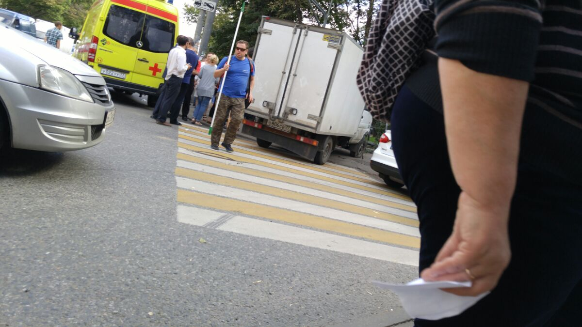 Фургон сбил пешехода натротуаре вцентре столицы