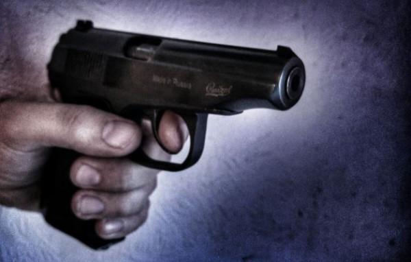 Выстрелом измакарова прапорщик спас машину Росгвардии вПетербурге отграбежа