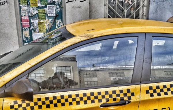 ВКировске таксист ударил 4-летнего ребенка-инвалида вживот