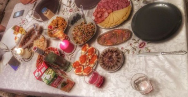 __стол еда деликатес