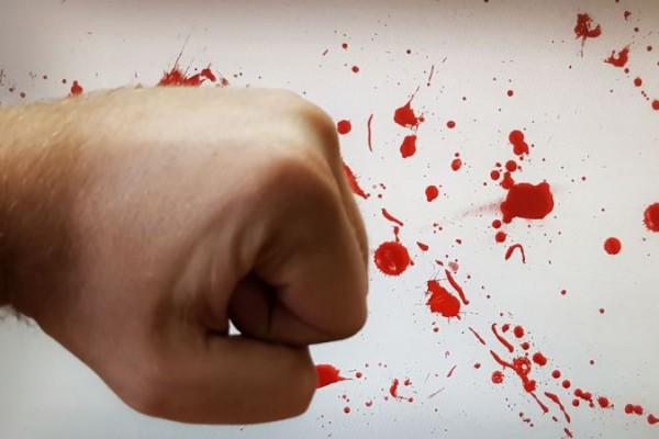 __кулак кровь