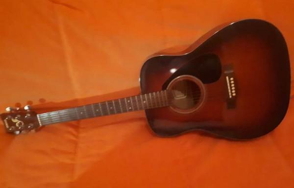 __ гитара, музыкальный инструмент