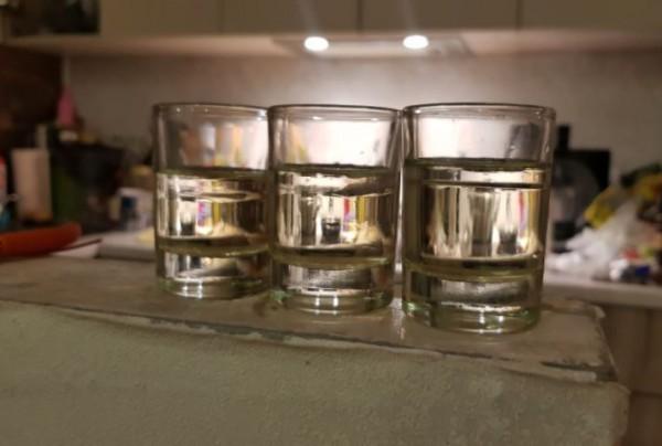__алкоголь, стаканы, рюмки, водка