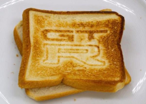 сэндвич логотип GT-R