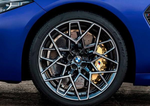 BMW M8, шины Pirelli