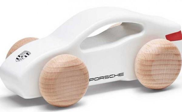 Porsche Taycan из дерева