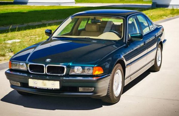 BMW 740i, бумер