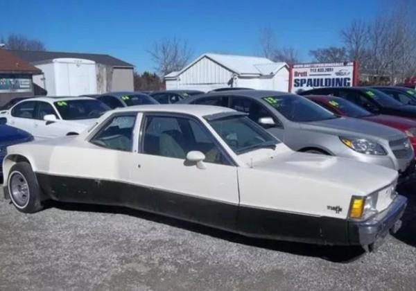 Chevrolet с двумя сиденьями, двумя капотами, тремя колесами