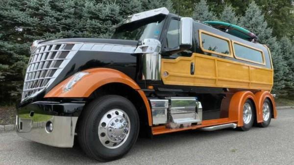 Woody Wagon, шестиколесный серферский грузовик
