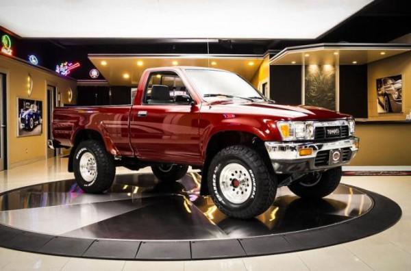 Toyota, 29-летний пикап