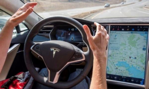 Tesla, автопилот