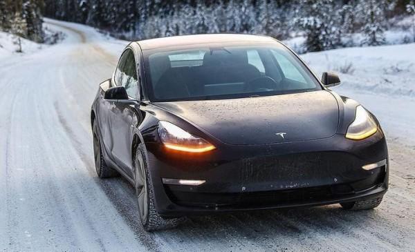 Tesla Model 3, зима