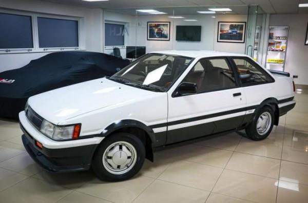 Toyota Corolla Levin AE86 1984 года