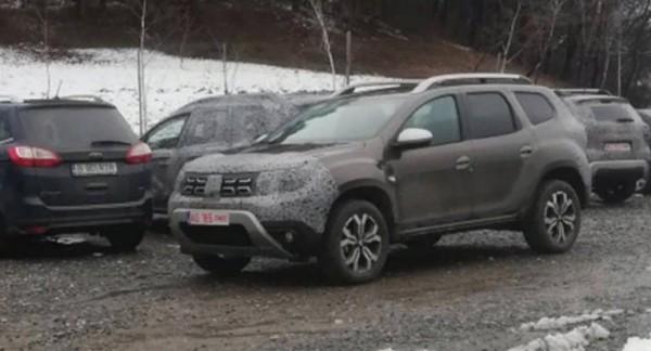 Dacia Grand Duster,  тестирует семиместный