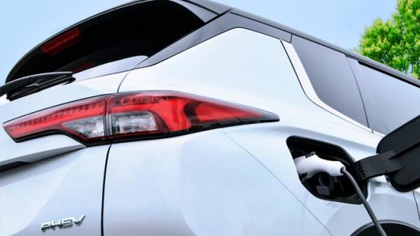 Mitsubishi Outlander, гибридный