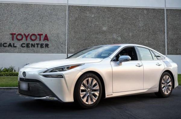 Toyota Mirai, седан, водородный